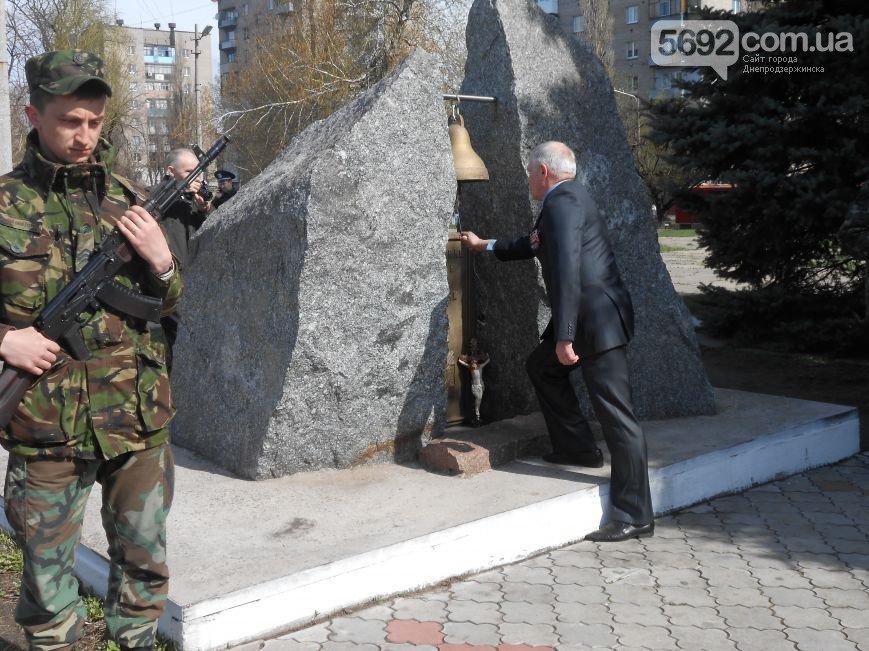 Днепродзержинцы отдали дань памяти жертвам Чернобыльской катастрофы (фото) - фото 12