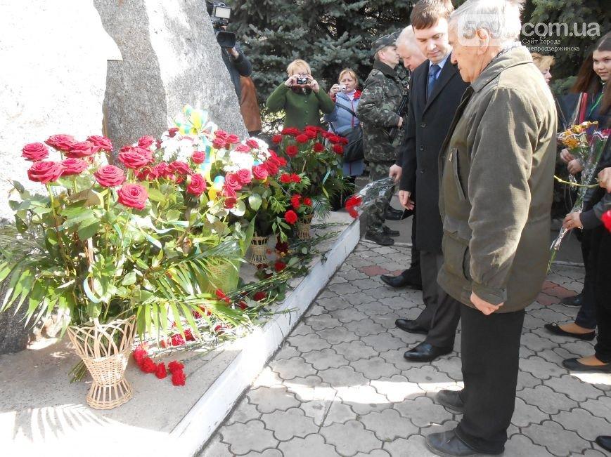 Днепродзержинцы отдали дань памяти жертвам Чернобыльской катастрофы (фото) - фото 16