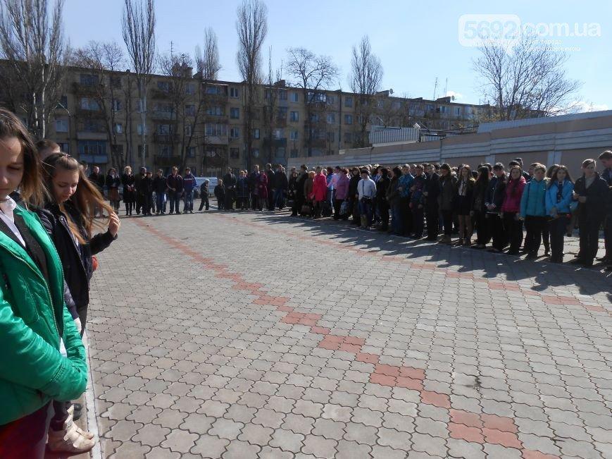 Днепродзержинцы отдали дань памяти жертвам Чернобыльской катастрофы (фото) - фото 8