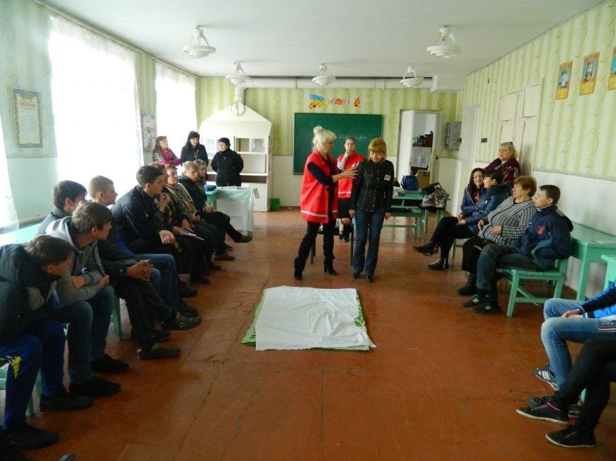 В Доброполье Красный Крест проводит тренинги по оказанию первой медпомощи (фото) - фото 1
