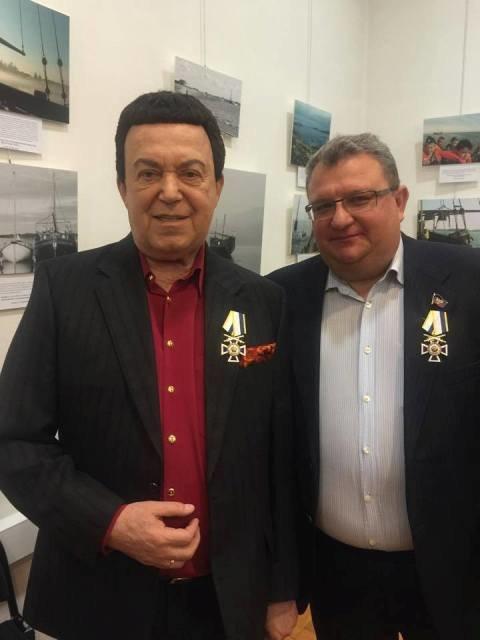 Кобзон наградил «мэра Донецка» каким-то почетным  крестом  (ФОТО) (фото) - фото 1