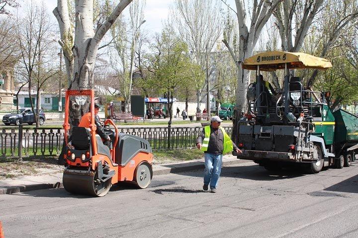 У николаевских коммунальщиков дошли руки до Херсонского шоссе (ФОТО) (фото) - фото 2