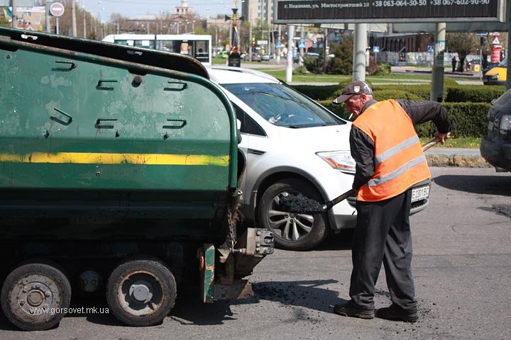 У николаевских коммунальщиков дошли руки до Херсонского шоссе (ФОТО) (фото) - фото 5