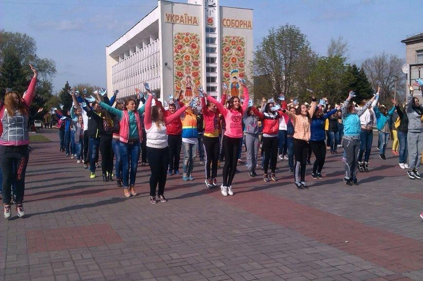 В Днепродзержинске молодежь устроила патриотичный флешмоб (Дополнено), фото-1