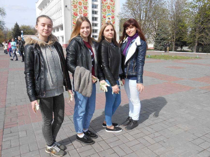 В Днепродзержинске молодежь устроила патриотичный флешмоб (фото) - фото 5