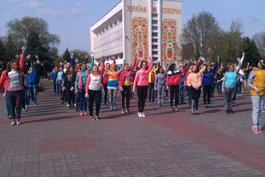 В Днепродзержинске молодежь устроила патриотичный флешмоб (Дополнено), фото-2