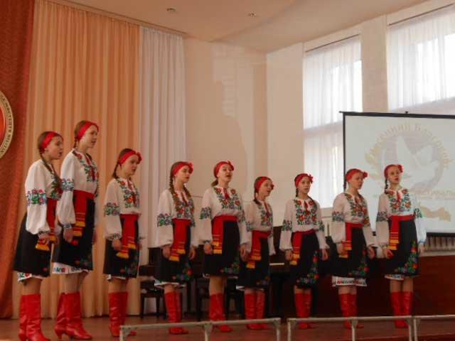 В Макеевке прошел фестиваль хоровой и вокальной музыки «Весенний Благовест» (фото) - фото 2