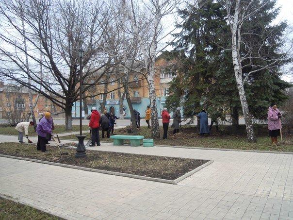 Пора субботников: в Макеевке продолжаются «чистые четверги» (фото) - фото 1