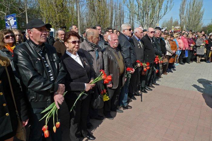 «Скорбящий Ангел Чернобыля» в Николаеве собрал горожан на митинг-реквием (ФОТОРЕПОРТАЖ) (фото) - фото 4