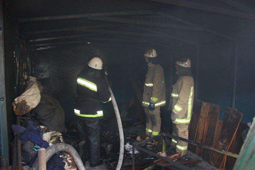 У Кіровограді горів гараж, фото-1