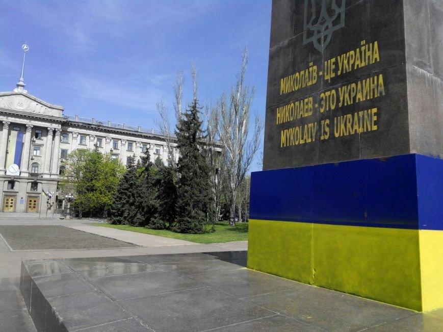 Николаевские патриоты дразнят сепаратистов обновленным дизайном бывшего памятника Ленину (ФОТО) (фото) - фото 3