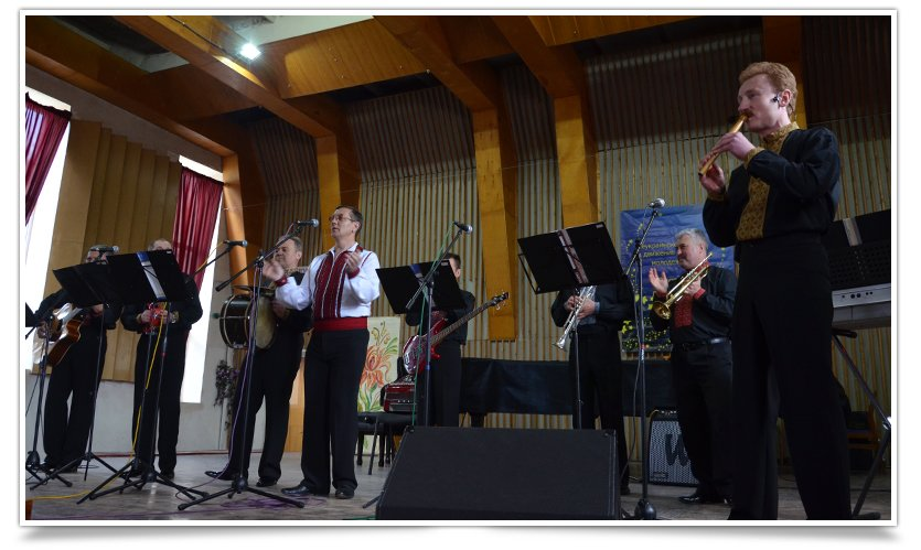 В Славянске выступил ансамбль из Львова, при поддержке батальона «Січ» (видео) (фото) - фото 1