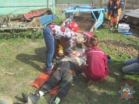 В Волковыском районе пенсионера зажало в картофелесажалке: от болевого шока мужчина скончался (фото) - фото 4