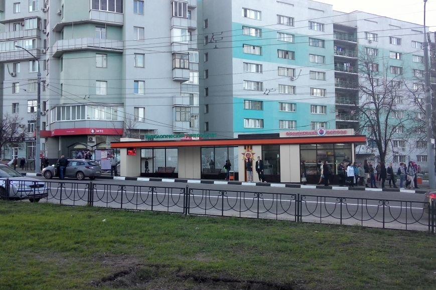 В Белгороде на остановках появились первые табло обратного отсчёта времени до прибытия ближайшего автобуса (фото) - фото 1