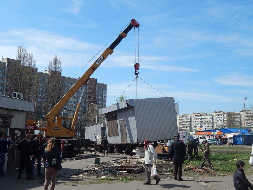 В Киеве возле метро «Героев Днепра» избавились от МАФов (ФОТОФАКТ) (фото) - фото 1