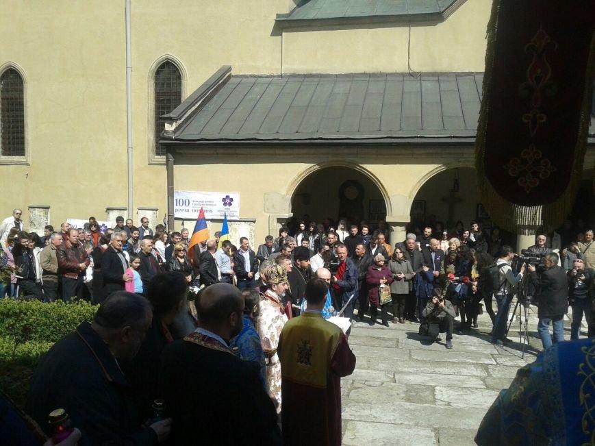Сотні львів'ян вшанували пам'ять жертв геноциду вірмен (ФОТОРЕПОРТАЖ) (фото) - фото 4