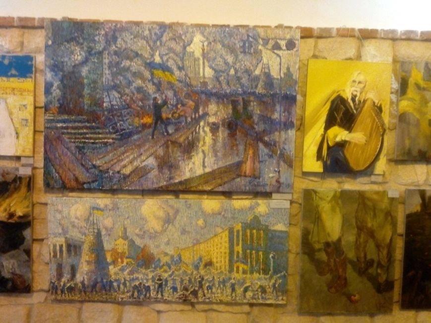В Івано-Франківську відкрили виставку присвячену подіям на Майдані (ФОТОРЕПОРТАЖ) (фото) - фото 10