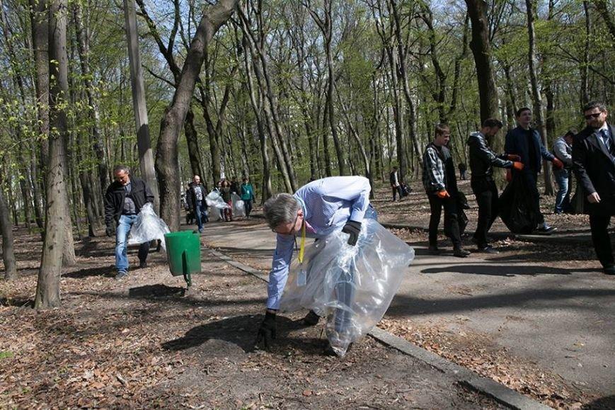 В Киеве посол США организовал субботник на Нивках (ФОТО) (фото) - фото 1