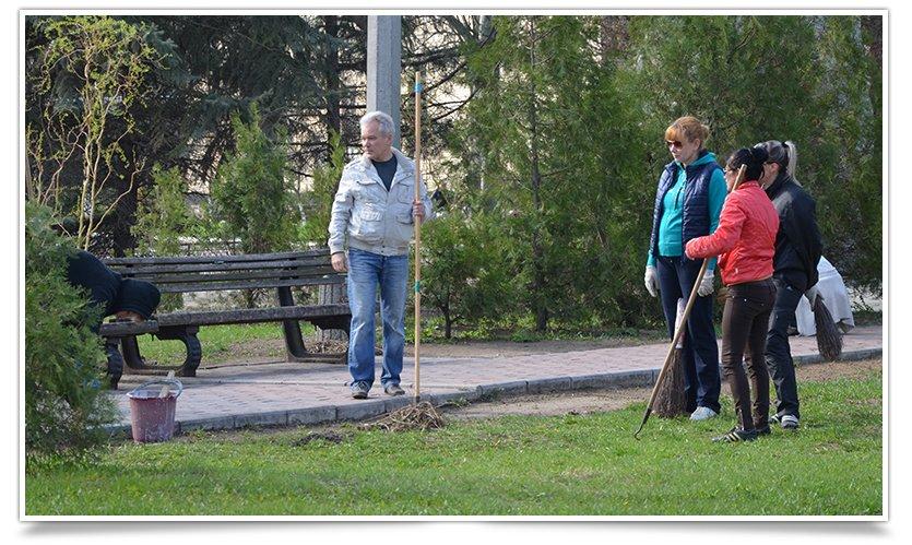 Новая череда субботников в Славянске (фотофакт) (фото) - фото 8
