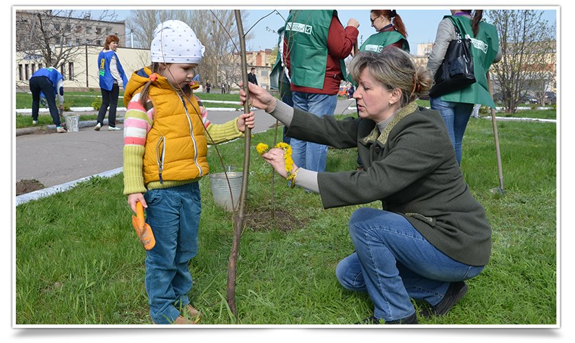Горводоканал Славянска совместно с объединением «Самопоміч» высадил 20 деревьев (фото) - фото 6