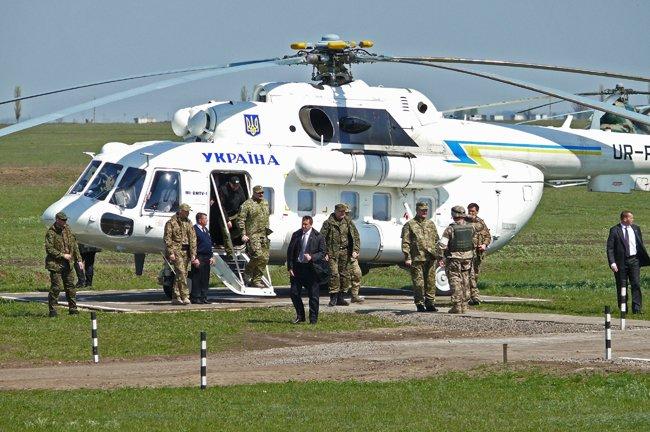 Президент Украины прилетел в Николаев (ФОТО, ОБНОВЛЕНО) (фото) - фото 5