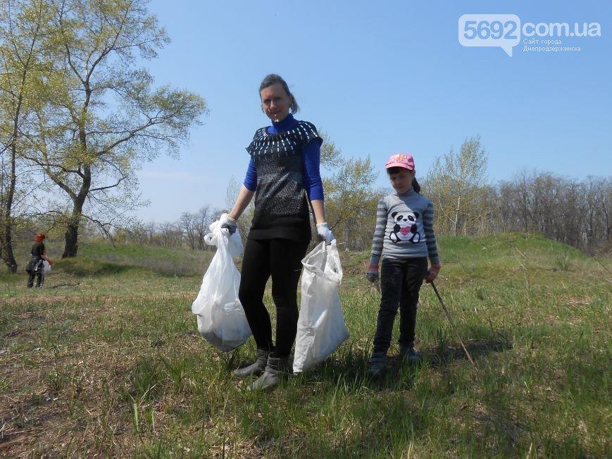 Днепродзержинцы очистили от мусора левобережный канал (фото) - фото 7