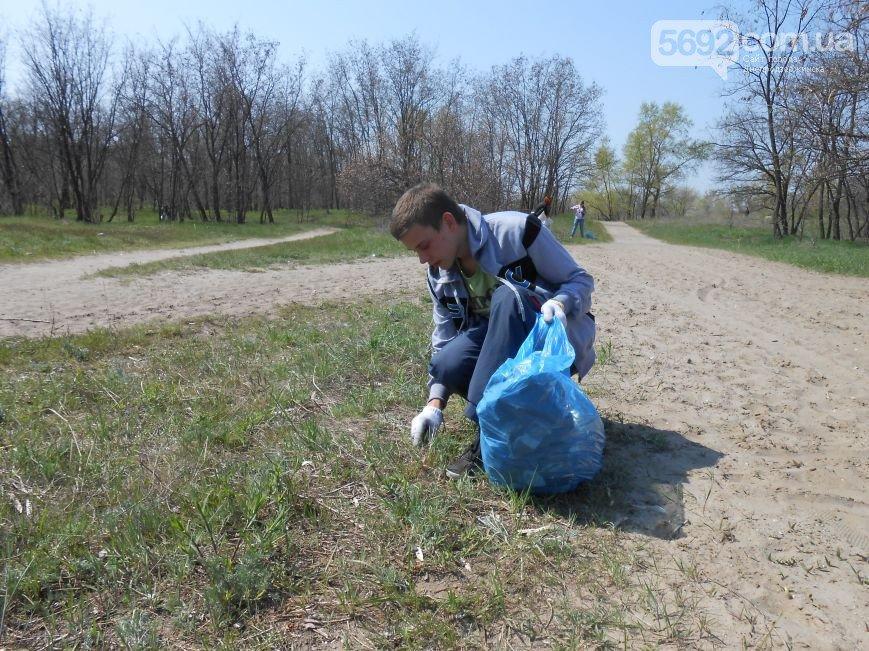 Днепродзержинцы очистили от мусора левобережный канал (фото) - фото 3