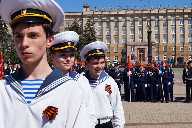 Белгородские кадеты прошли парадом по Соборной площади (фото) - фото 2