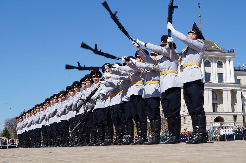 Белгородские кадеты прошли парадом по Соборной площади (фото) - фото 4