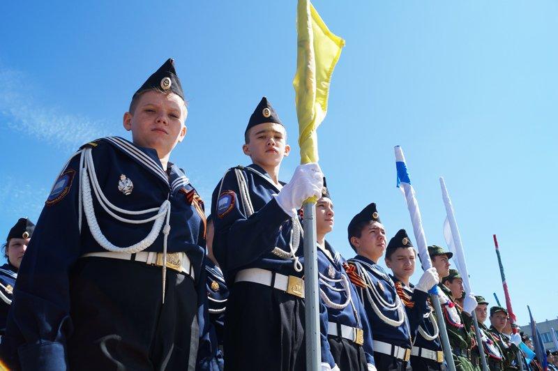 Белгородские кадеты прошли парадом по Соборной площади (фото) - фото 1