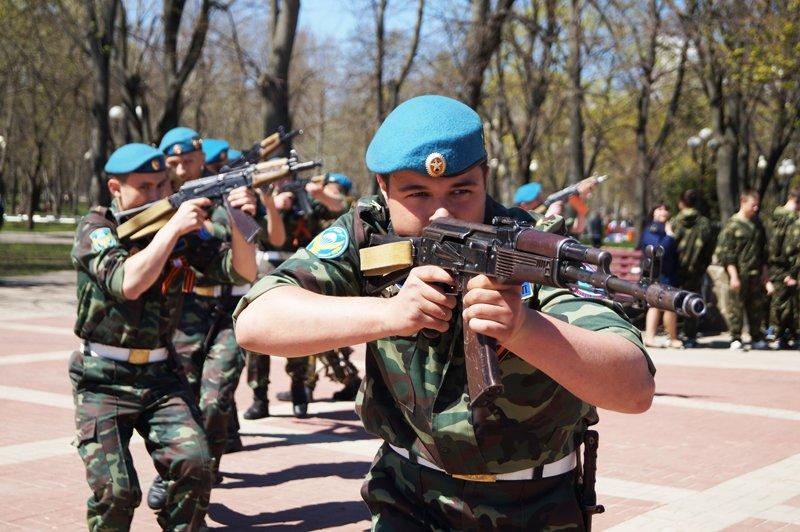 Белгородские кадеты прошли парадом по Соборной площади (фото) - фото 11