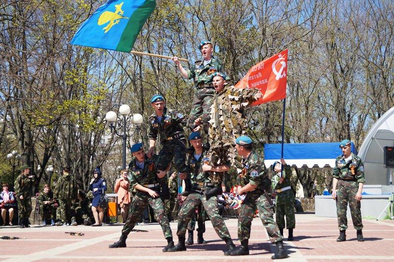 Белгородские кадеты прошли парадом по Соборной площади (фото) - фото 13