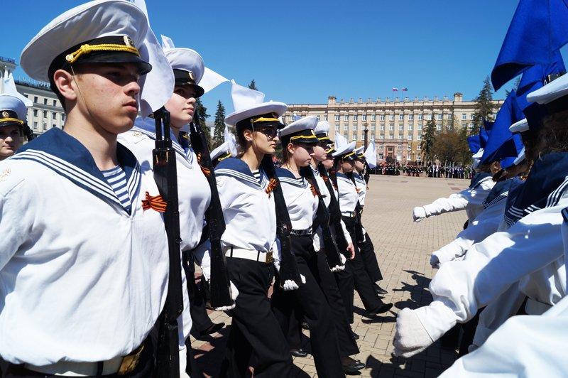 Белгородские кадеты прошли парадом по Соборной площади (фото) - фото 8
