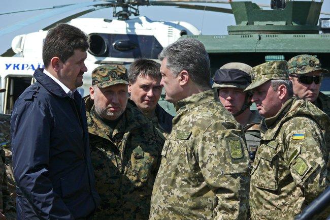 Президент Украины высоко оценил профессионализм николаевских военнослужащих (фото) - фото 2