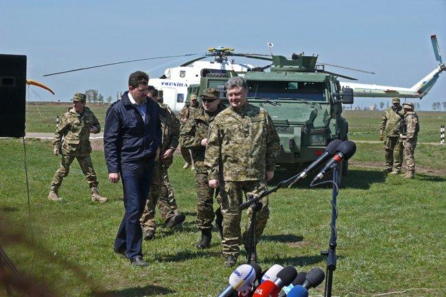 Президент Украины высоко оценил профессионализм николаевских военнослужащих (фото) - фото 1