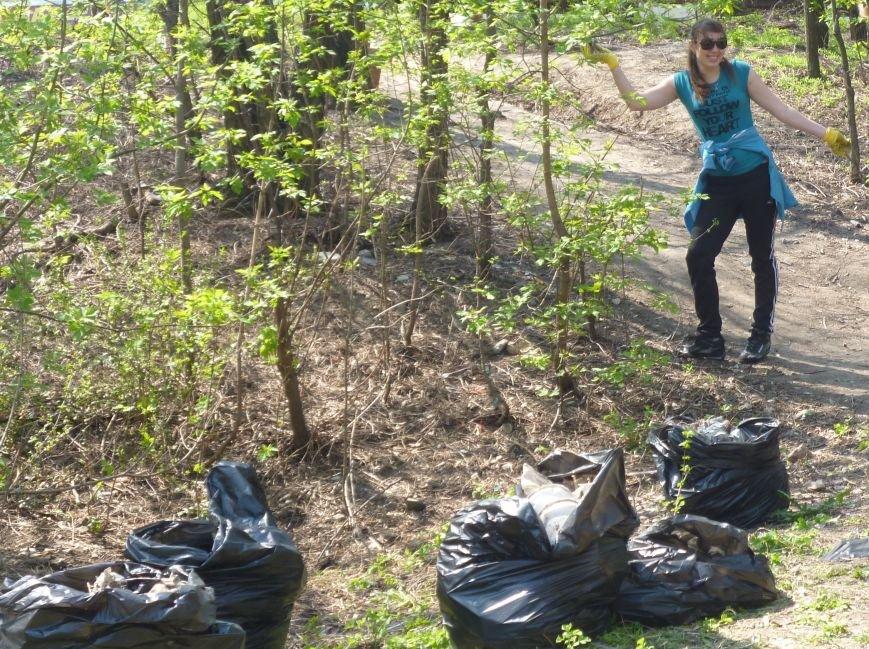 Криворожане с семьями вышли на уборку города (ФОТОРЕПОРТАЖ) (фото) - фото 3