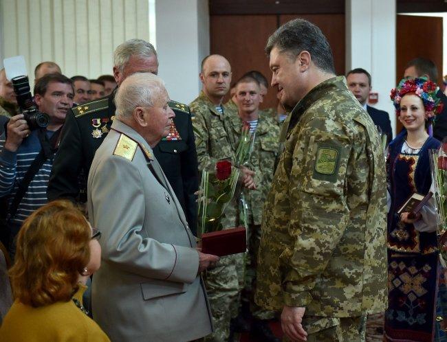 Президент Украины наградил николаевского «киборга» орденом Богдана Хмельницкого I степени (фото) - фото 4
