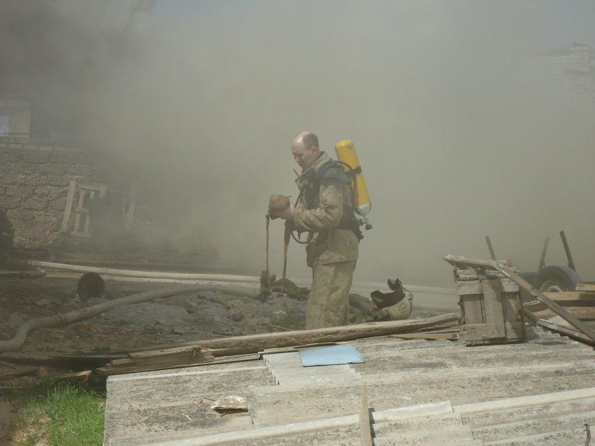 Вчера в Херсоне сгорел склад лесоматериалов (фото) (фото) - фото 5