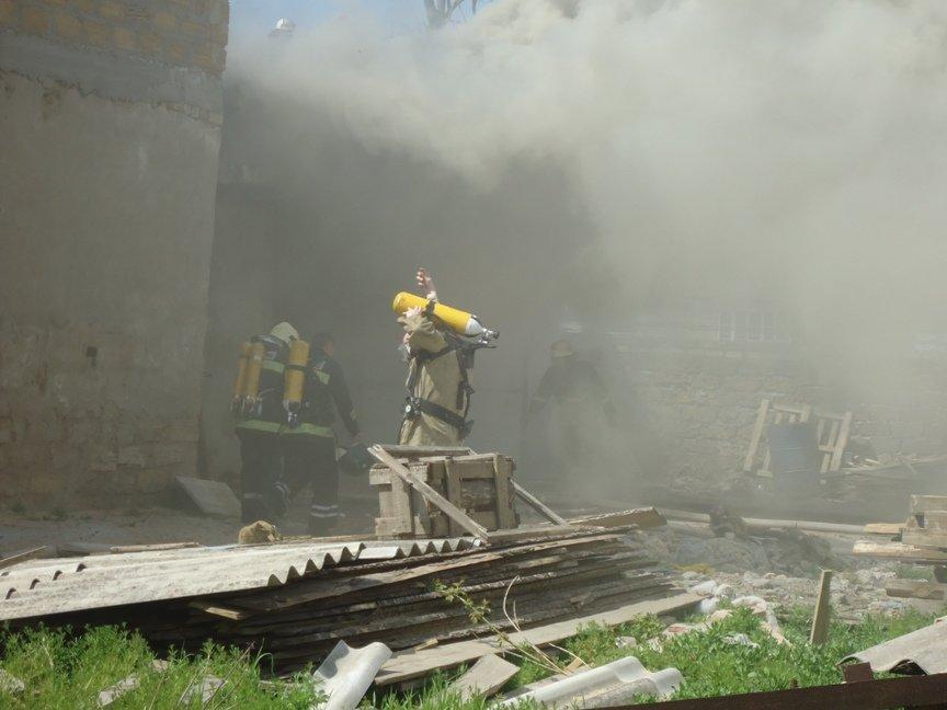 Вчера в Херсоне сгорел склад лесоматериалов (фото) (фото) - фото 4