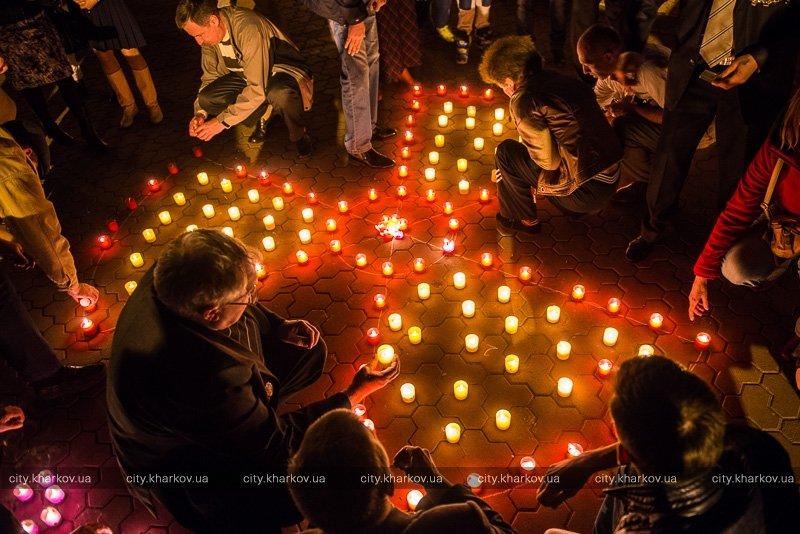 В Харькове зажгли свечи в память о погибших на Чернобыльской АЭС (ФОТО) (фото) - фото 1