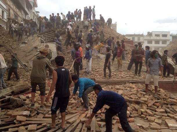 Трагедия мирового масштаба: Непал сотрясают самые мощные за последние 80 лет землетрясения, сходят лавины, (фото) - фото 2