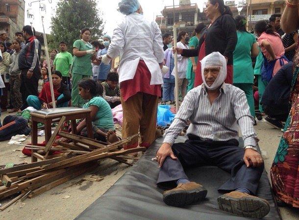 Трагедия мирового масштаба: Непал сотрясают самые мощные за последние 80 лет землетрясения, сходят лавины, (фото) - фото 3