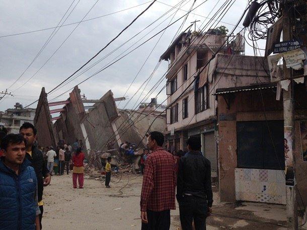 Трагедия мирового масштаба: Непал сотрясают самые мощные за последние 80 лет землетрясения, сходят лавины, (фото) - фото 1