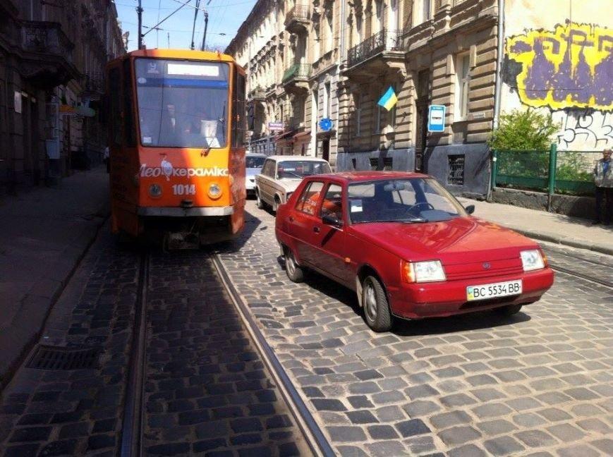У Львові «Таврія» перекрила шлях трамваю (ФОТОФАКТ), фото-1