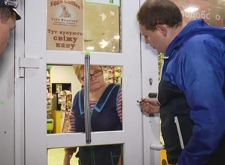 У Львові продовжують продавати алкоголь після 22.00 (ФОТОРЕПОРТАЖ), фото-3