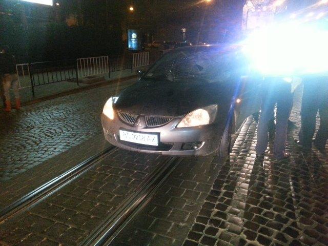 Вночі у центрі Львова водій «Міцубісі» відправив до лікарні пішохода (ФОТО), фото-1