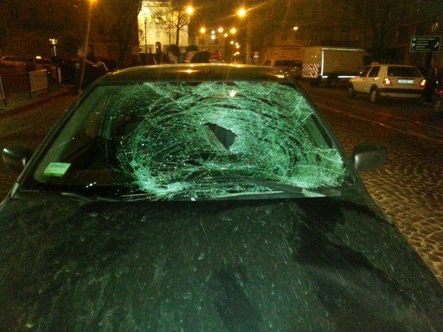Вночі у центрі Львова водій «Міцубісі» відправив до лікарні пішохода (ФОТО), фото-2
