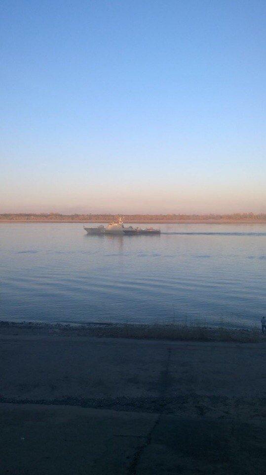 В Волгограде по Волге идут корабли Каспийской флотилии (фото) - фото 1