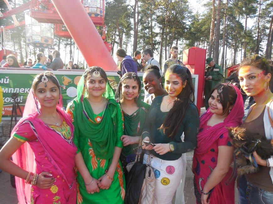 В харьковском парке Горького прошел индийский фестиваль красок (фото) - фото 1
