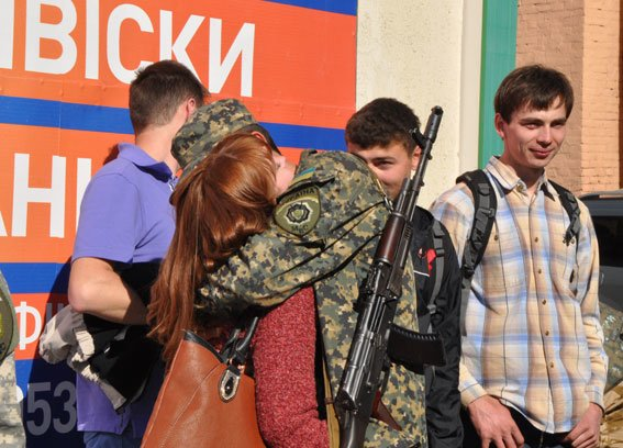 Зведений загін полтавських правоохоронців і бійці батальйону Полтава повернулися додому без втрат (ФОТО) (фото) - фото 5